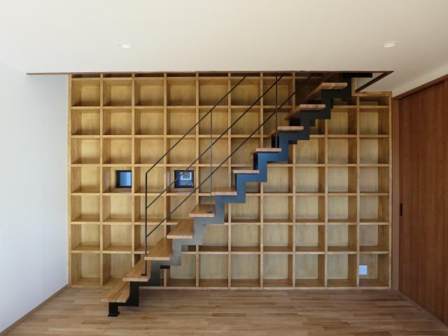 建築家も大注目!圧倒的存在感を放つ本棚|埼玉県・深谷市