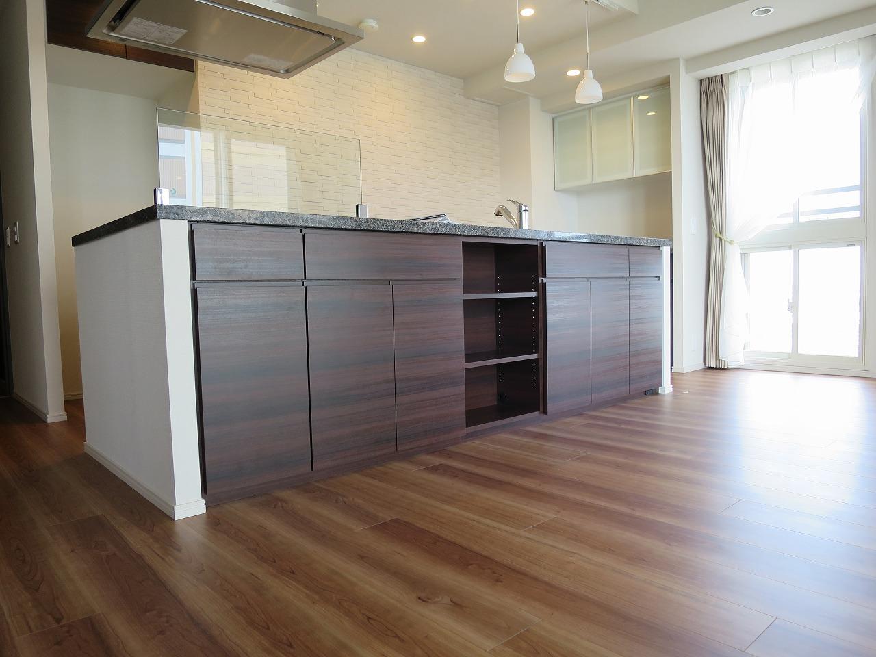 食器棚やカウンター下収納の施工事例|埼玉県・さいたま市|新築マンション