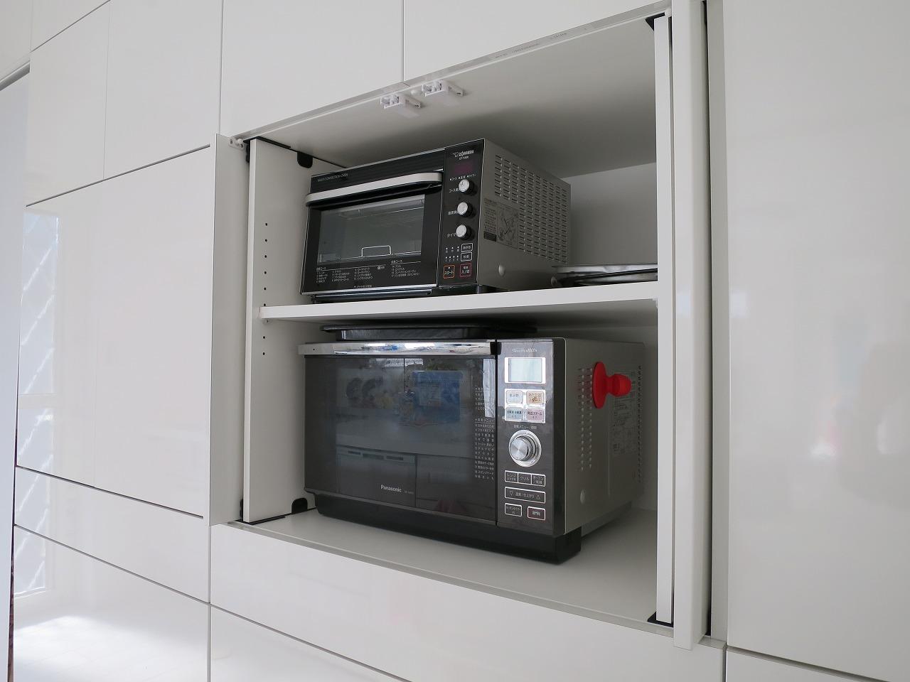 人気のオプション「スライドイン扉」のメリットは?食器棚での使用事例をご紹介!